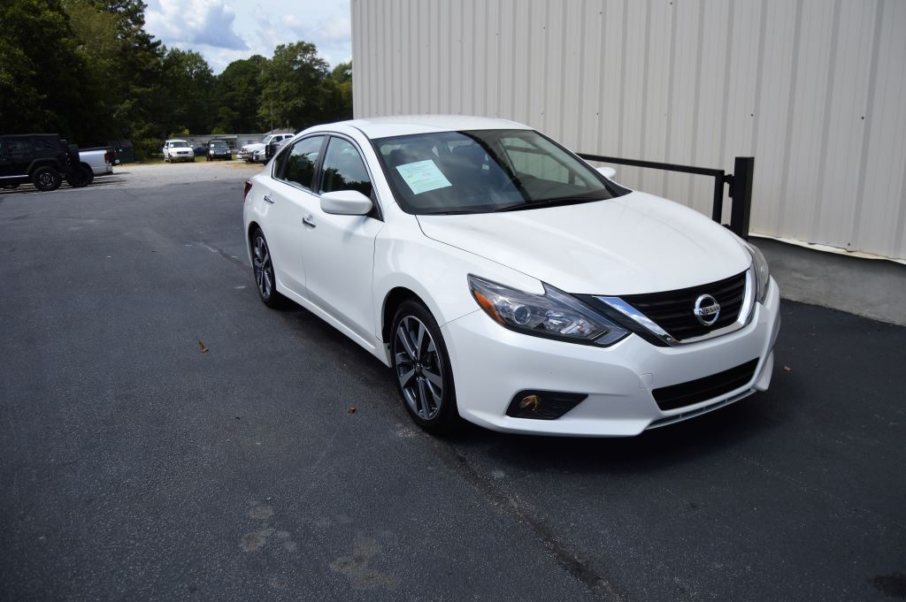 2017 Nissan Altima SR  2017 Nissan Altima SR 25L I-4 CLEAN CAR LIKE NEW Power WindowsLocksS
