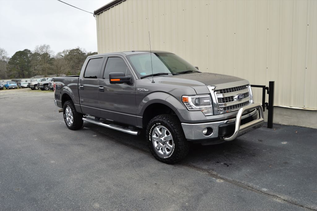 2014 Ford F150  2014 Ford F150 XLT 4x4 Super Crew  50L V8 CLEAN TRUCK LOCAL TRADE ONLY 42000