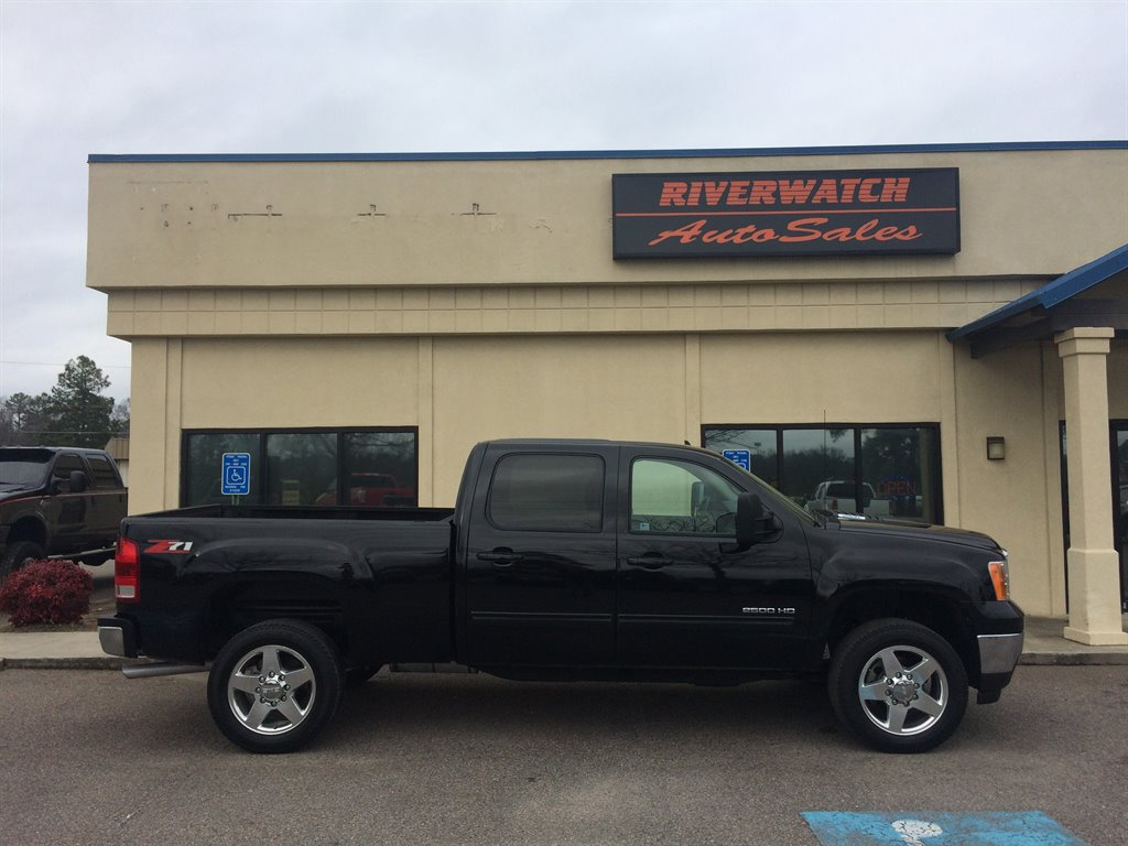 2011 GMC Sierra 2500 SLT THIS  2011 SIERRA SLT 2500 IS A LOCAL ONE OWNER TRUCK  ITS IS FULLY EQUI
