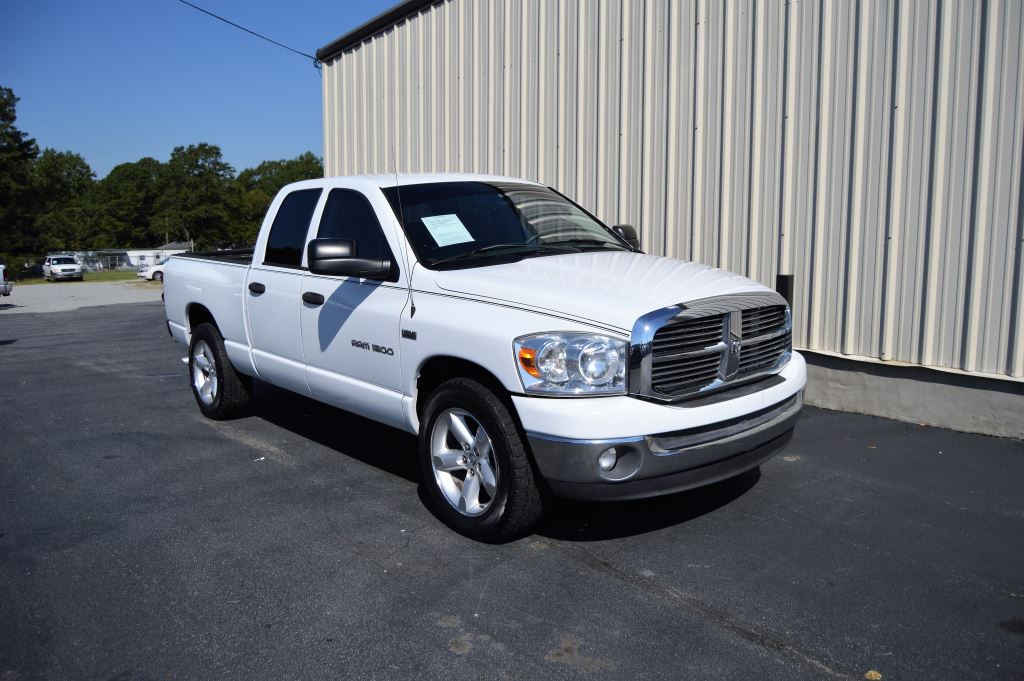 2007 Dodge Ram 1500  2007 Dodge Ram 1500 SLT Quad Cab 57L V8 Hemi CLEAN TRUCK Power WindowsLo