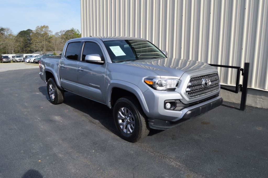 2017 Toyota Tacoma  2017 Toyota Tacoma SR5 Double Cab 35L V6 CLEAN TRUCK LOW MILES Power Wind
