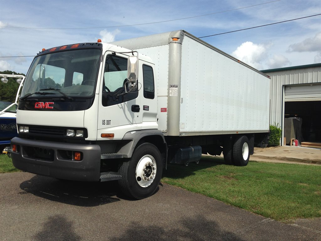 2005 gmc T7500  IN THE MOVING BUSINESS- GREAT WORK TRUCK- MAKE US AN OFFER White Stock 27797C