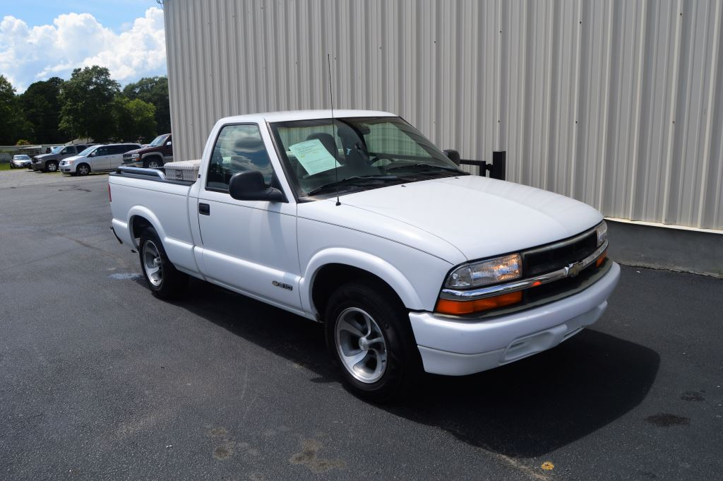 1998 Chevrolet S10  1998 Chevrolet S10 Regular Cab 43L V6 CLEAN TRUCK LOCAL TRADE ONLY 91000