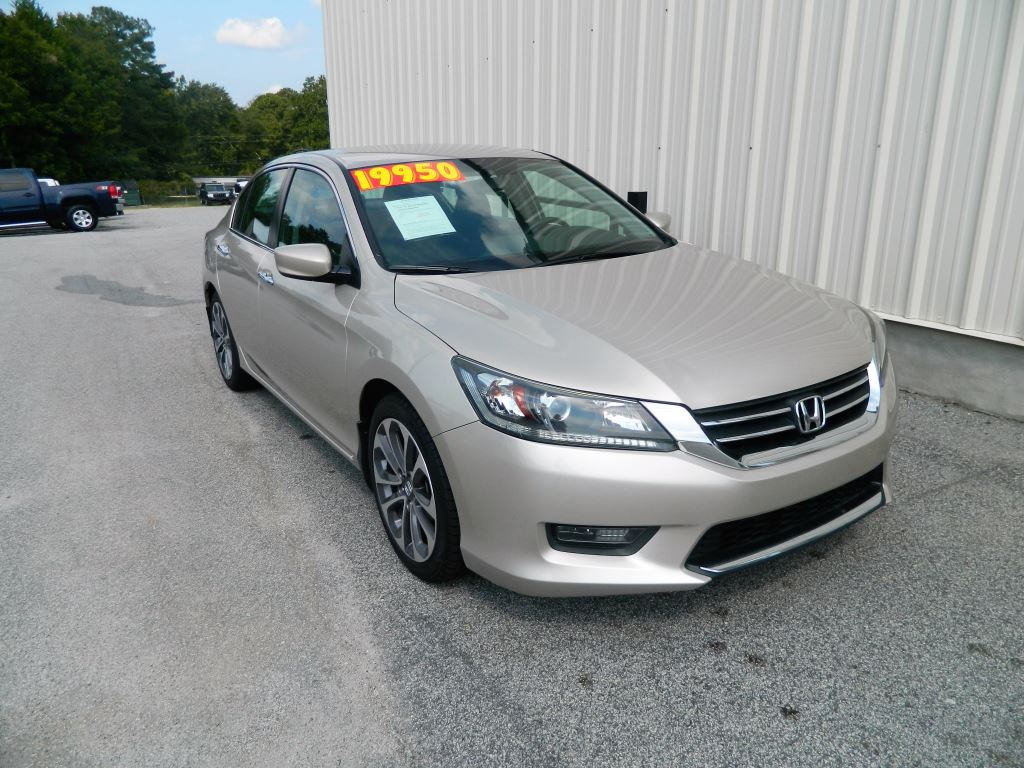 2015 Honda Accord  2015 Honda Accord Sport AC Power SeatsWindowsLocks Hands Free Phone Aux