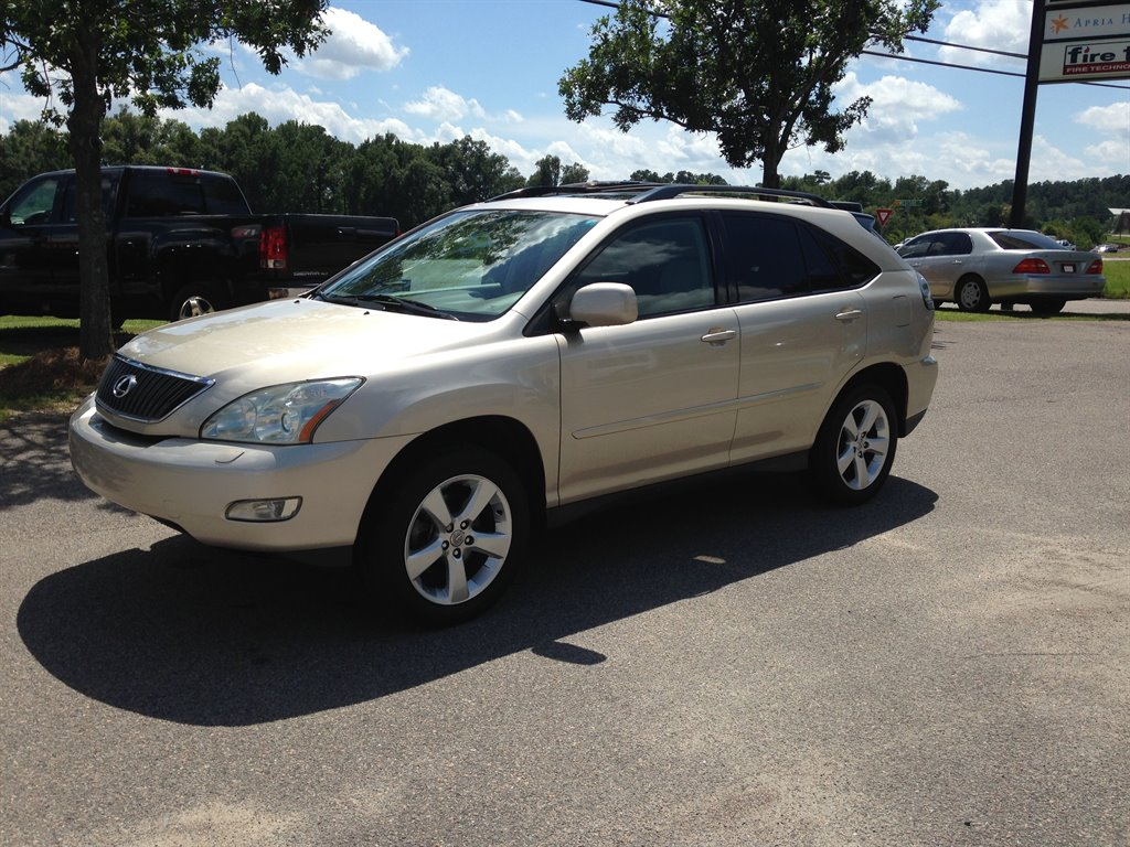 2006 Lexus RX 330  2006 Lexus RX 330 Leather Sunroof new tires LOW MILES  THIS LEXUS IS IN