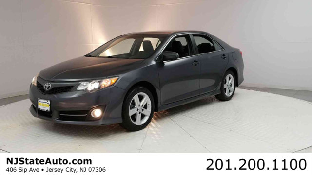 2013 TOYOTA CAMRY 4DR SEDAN I4 AUTOMATIC SE Clean CARFAX Cosmic Gray Mica 2013 Toyota Camry SE FW