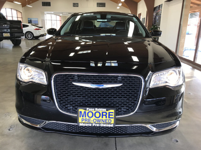 2017 CHRYSLER 300 LOADED BLUETOOTHPREMIUM SO BUY AND DRIVE WORRY FREE Own this CARFAX 1-Own