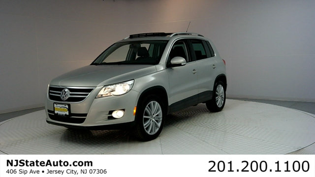 2011 VOLKSWAGEN TIGUAN 4WD 4DR SE 4MOTION WSUNROOF  NA CARFAX CERTIFIED WITH SERVICE RECORDS