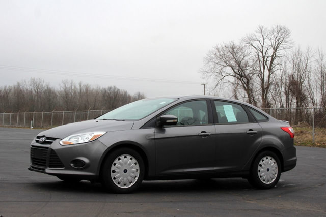 2013 FORD FOCUS 4DR SEDAN SE KEY FEATURES AND OPTIONS Comes equipped with Air Conditioning MP3