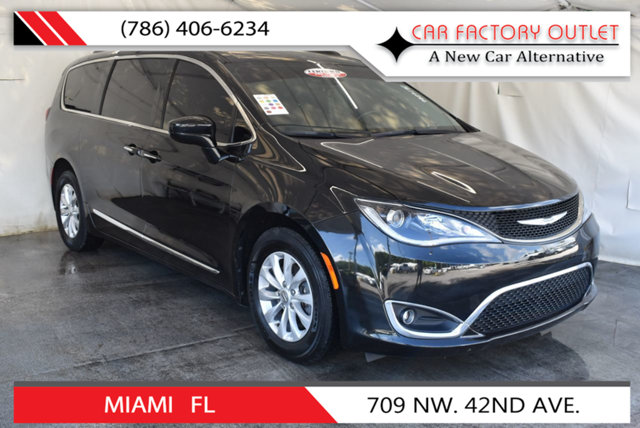 2017 CHRYSLER PACIFICA TOURING-L 4DR WAGON This 2017 Chrysler Pacifica 4dr Touring-L 4dr Wagon fea