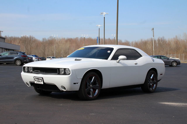 2013 DODGE CHALLENGER  KEY FEATURES AND OPTIONS Comes equipped with Air Conditioning This Dodge