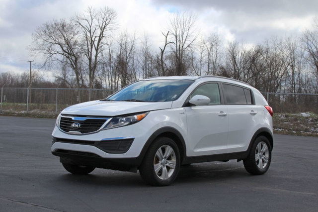 2013 KIA SPORTAGE AWD 4DR LX KEY FEATURES AND OPTIONS Comes equipped with Air Conditioning MP3