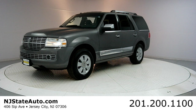 2010 LINCOLN NAVIGATOR 4WD 4DR Clean CARFAX Sterling Gray Metallic 2010 Lincoln Navigator 4WD 6-S