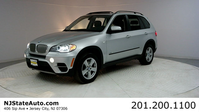 2012 BMW X5 35D This 2012 BMW X5 4dr 35d features a 30L I6 DOHC 24V 6cyl Diesel engine It is equ