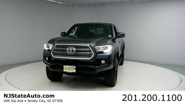 2017 TOYOTA TACOMA TRD OFF ROAD ACCESS CAB 6 BED V CARFAX CERTIFIED 1-OWNER WITH SERVICE RECOR