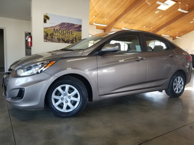 2012 HYUNDAI ACCENT GAS SAVER1-OWNERMP3AUX  BUY AND DRIVE WORRY FREE Own this CARFAX 1-O