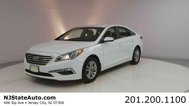 2015 HYUNDAI SONATA 4DR SEDAN 24L SE This 2015 Hyundai Sonata 4dr 4dr Sedan 24L SE features a 2