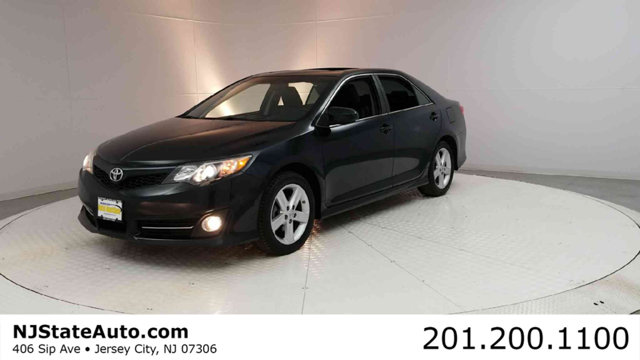 2013 TOYOTA CAMRY 4DR SEDAN I4 AUTOMATIC SE Clean CARFAX Attitude Black Metallic 2013 Toyota Camr