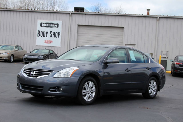 2012 NISSAN ALTIMA 4DR SEDAN I4 CVT 25 SL KEY FEATURES AND OPTIONS Comes equipped with Air Condi