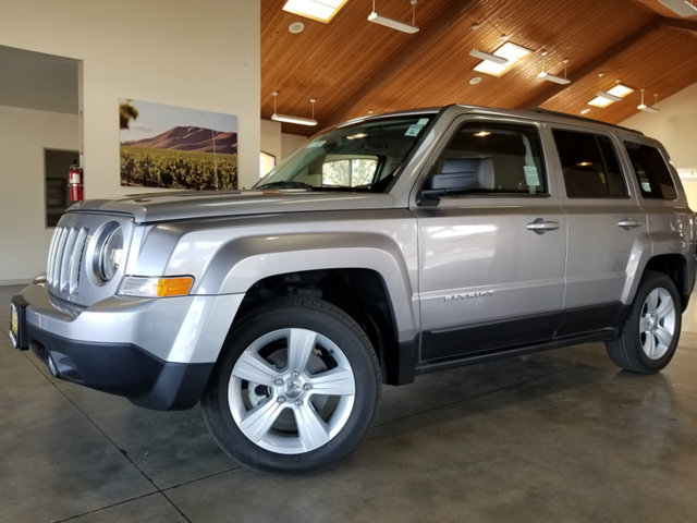 2016 JEEP PATRIOT LOW MILESFACTORY WARRANTYB BUY AND DRIVE WORRY FREE Own this CARFAX 1-Own