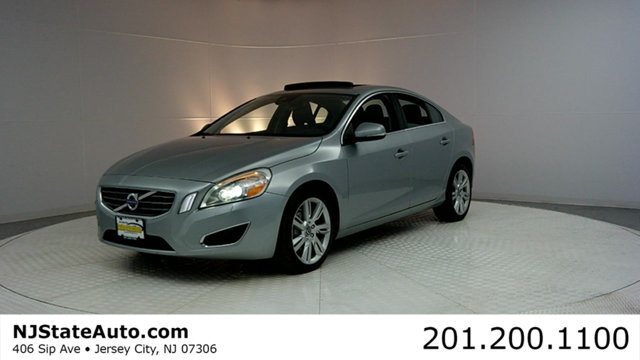 2011 VOLVO S60 T6 CARFAX CERTIFIED WITH SERVICE RECORDS S60 T6 and AWD Stability and tract