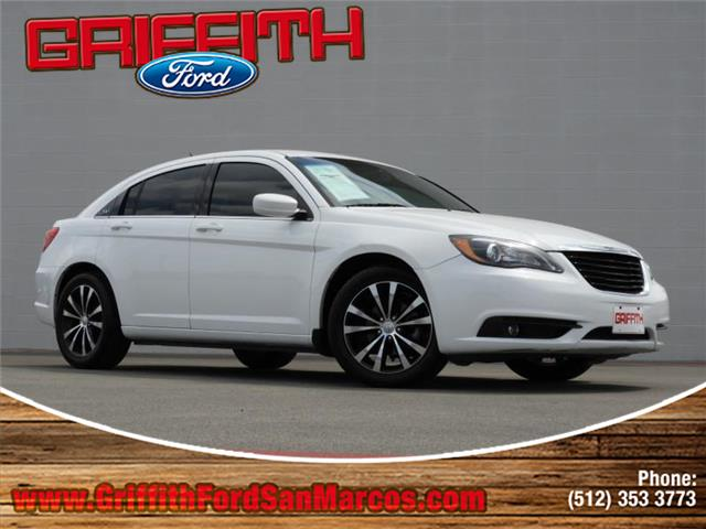 2013 Chrysler 200 Limited Sedan This 2013 Chrysler Limited 4dr Sedan has been fully serviced and p