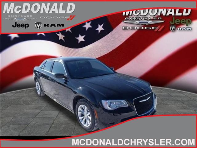 2015 Chrysler 300 Limited Rear-Wheel Drive Sedan