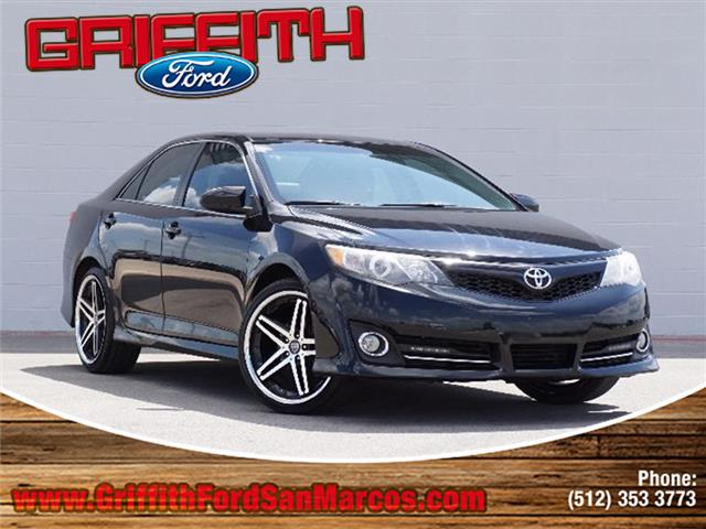 2014 Toyota Camry SE Sedan Look no further this 2014 Toyota Camry SE 4dr Sedan is just what youre