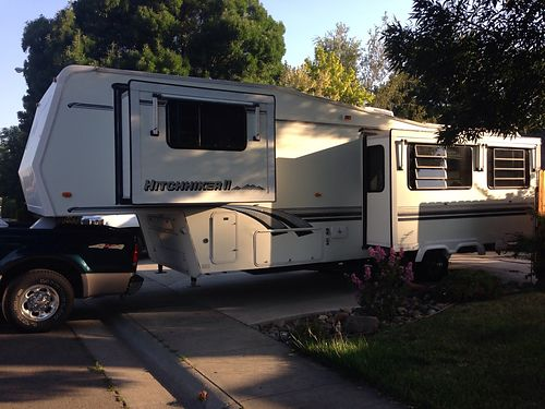 1996 HITCHHIKER 5th Wheel excellent condition 2 slideouts rear kitchen pantry lots of storage