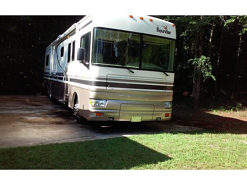 2002 FLEETWOOD BOUNDER like new only 42k miles clean garaged 1 slide with awning 60000 neg 7
