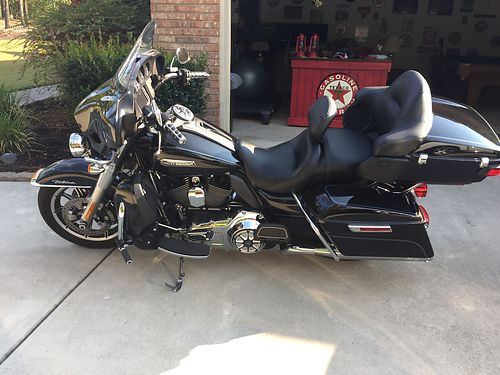 2014 HARLEY ULTRA CLASSIC only 4000 miles garage kept transferable extended service plan accesso