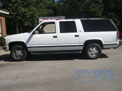 1998 CHEVY SUBURBAN 4wd 3rd row seat dual air new michelin tires 160k miles rebuilt engine and