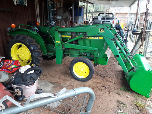 TRACTOR John Deere 850 with front end loader 3pt PTO 1999 hours diesel xc 8500 obo for more ph