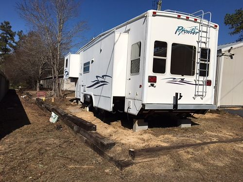 2002 PROWLER 5th wheel 3 slides sleeps 4 new tires new ac new carpet new furniture new water