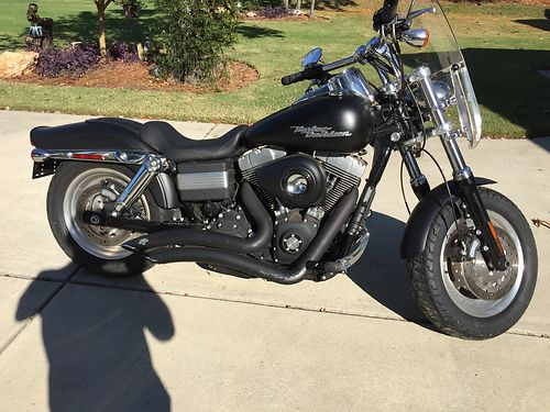 2009 HARLEY FAT BOB 9k miles vance and hines pipes detachable windshield perfect condition selli