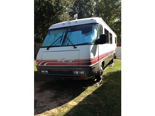 34 AIRSTREAM diesel pusher sleeps well rides and drives great dependable very clean well mainta
