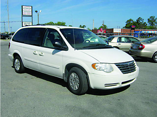 2005 CHRYSLER TOWN  COUNTRY 2 Sliding Doors 3rd Row 3995 Call 888-640-5901