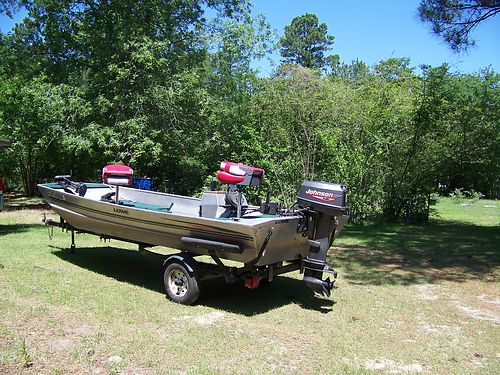 1999 LOWE aluminum bass 17 25hp johnson 2 fish finders gps both seats brand new 40lb thrust t