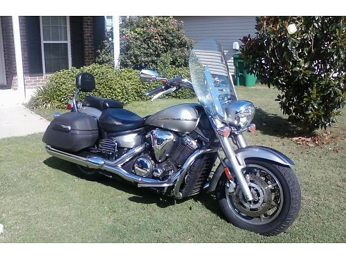 2007 YAMAHA VSTAR 1300cc runs and rides good 2 tone silver and gray recently serviced garage kept