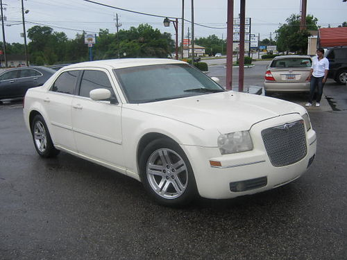 2005 CHRYSLER 300 4Dr Auto White 6900 706-771-9510