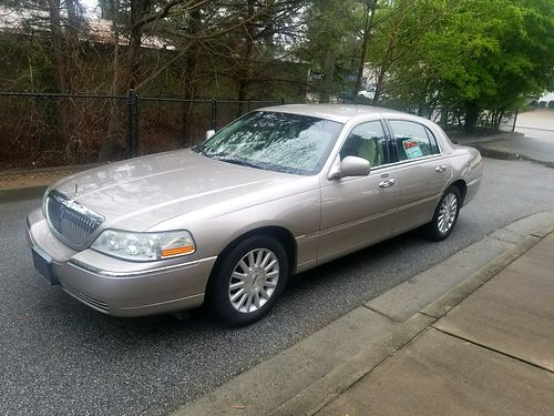 2003 LINCOLN TOWN CAR leather loaded 128540 miles extra clean 5000obo