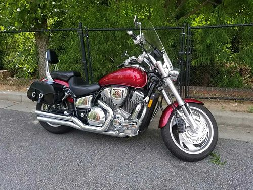 2003 HONDA VTX 1800 low miles just had a major service burgundy in color a lot of extras 4800 ob