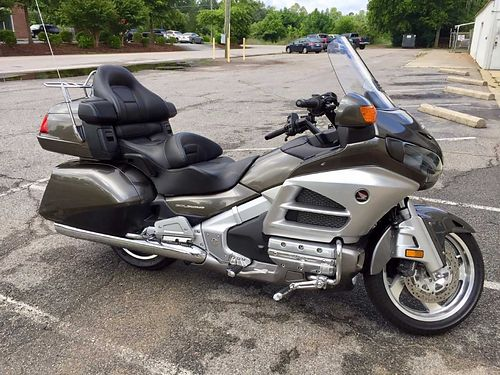 2013 HONDA GOLD WING 31k miles metallic gray and silver in color trailer hitch and rack full bike