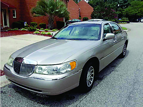 2002 LINCOLN TOWN CAR SIGNATURE 4dr tan in color heat ac sunroof xc good tires cd player am