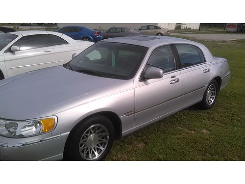 2002 LINCOLN TOWN CAR Runs Great Sunroof Leather Seats Automatic Transmission 3300 Top Quality