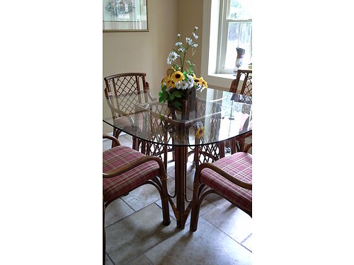 DINETTE rattan dinnette set 5 pices with glass top good condition chairs easily recoverable 150 fo