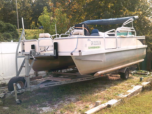 2004 SUNCATCHER G3 PB3 18 pontoon yamaha 60hp motor with electric tilt and trailer 6000 for photo