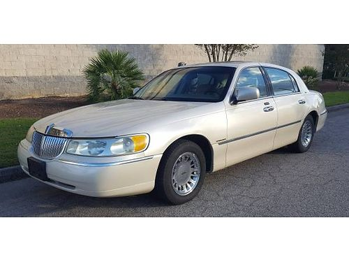 2001 LINCOLN TOWN CAR Beautiful Pearl White 175K 3200 706-267-2584