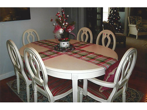 DININGROOM SET table with 6 chairs off white oval shape with leaf measurements 68x48 or 48 roun