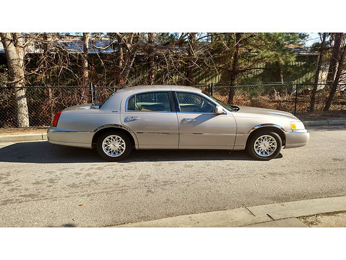 1999 LINCOLN TOWNCAR Clean Dependable Road Ready 2400obo 803-641-0620